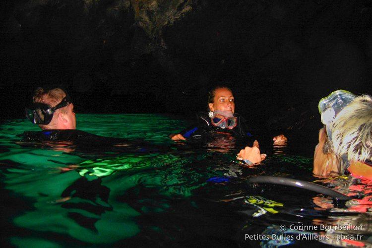 Dans la grotte de Koh Haa, Koh Lanta, Thaïlande, janvier 2007.