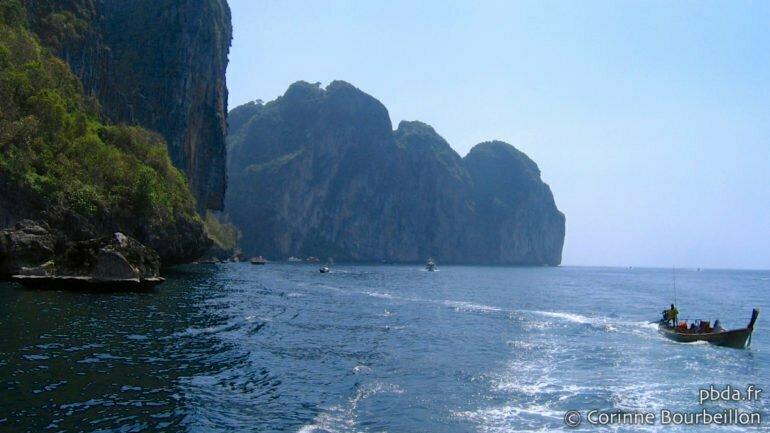 Long-tail boat à Koh Phi Phi. (Thaïlande, janvier 2007)