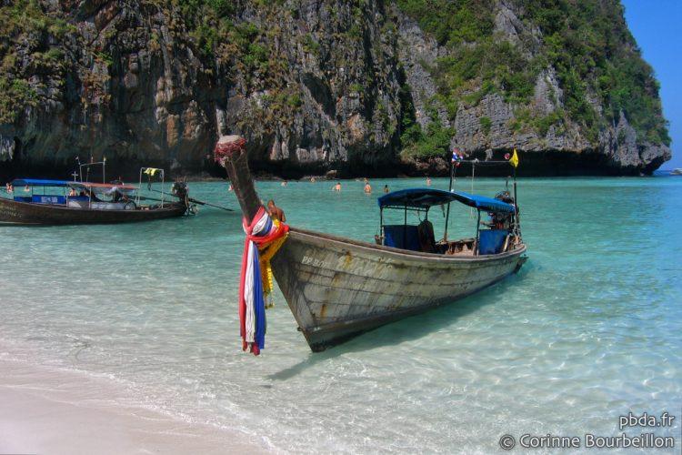 Maya Bay, plage devenue célèbre grâce au film <em>The Beach</em> avec Di Caprio. Koh Phi Phi Leh, Thaïlande, janvier 2007.