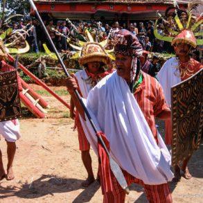 Cérémonie funéraire en pays Toraja.