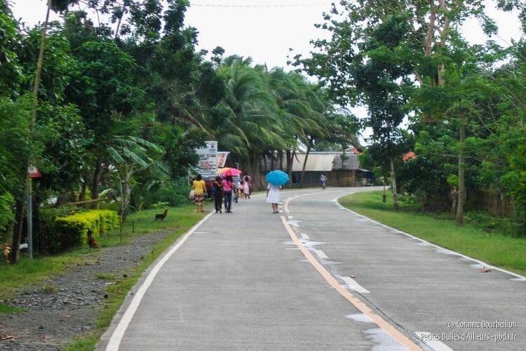 La route de Padre Burgos est trèèès tranquille. (Leyte, Philippines, février 2008)