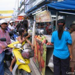 Thaïlande, juillet 2006. Le food-market de Chumphon, en fin d'après-midi.