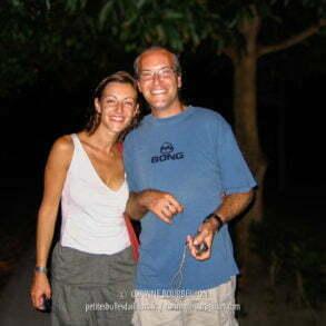 Maz et Alex effectuent un voyage humanitaire pour l'organisation Care. (Tioman, Malaisie, juillet 2006)