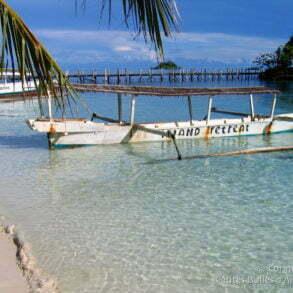 Island Retreat : sable blanc et eau azur... (Togian Islands, Sulawesi, Indonésie, juillet 2007.)
