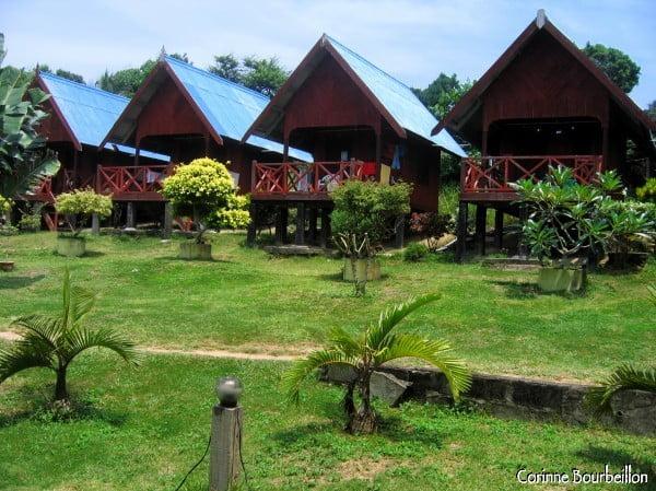 Les Matahari Chalets. (Perhentian Kecil, Malaisie, juillet 2006)