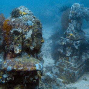 Temple Garden, un temple sous-marin créé par les Jardiniers du récif de Pemuteran. (Bali, Indonésie, juillet 2008.)