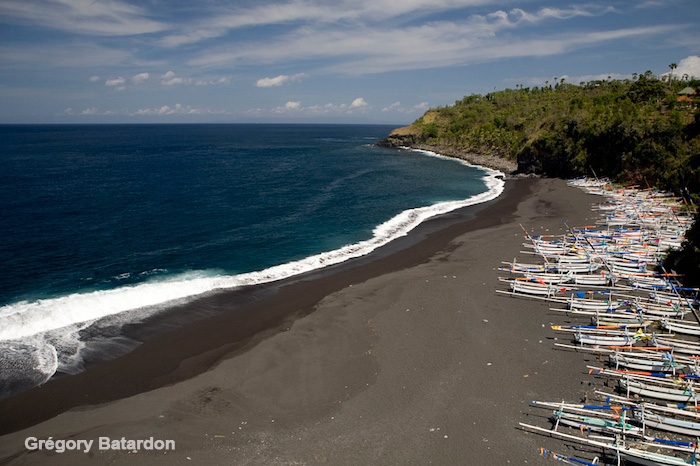 The beautiful Songean Beach, south of Amed, Bali. (Photo: Gregory Batardon)