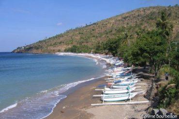 Une petite crique de la region d'Amed, du cote du village de Lipah. Bali.