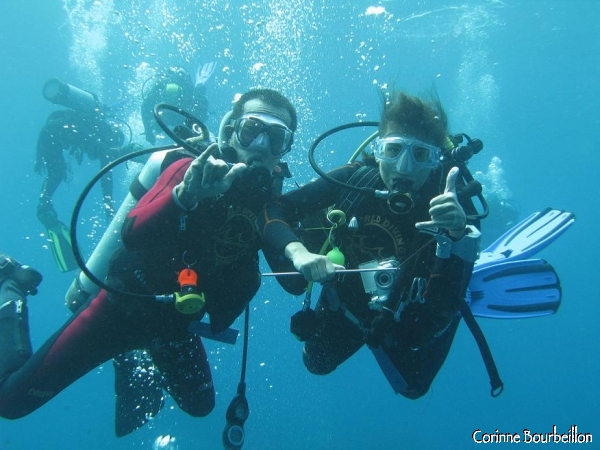 Wayan and I take the pose, at the landing, after the meeting with the mola-mola at Crystal Bay. (Nusa Penida, Bali, July 2008)