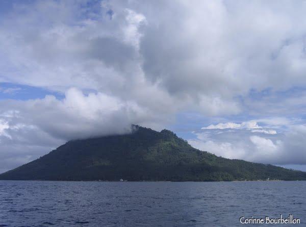 Manado Tua, l'île-volcan qui fait face à Bunaken.