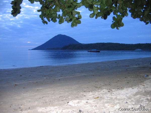 Manado Tua, the island-volcano in front of Bunaken, seen from Pantai Liang. (Bunaken, North Sulawesi, Indonesia, July 2007.)