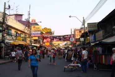 Khao San Road, la rue des touristes, toujours aussi animée... Bangkok, Thaïlande, janvier 2007.