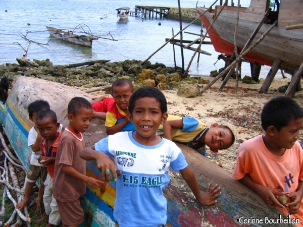The children of Bomba. (Togian Islands, Sulawesi, Indonesia)