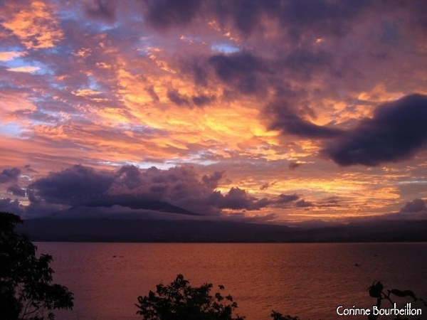 Spectacular sunset, behind the volcano facing Lembeh, clinging to the clouds.