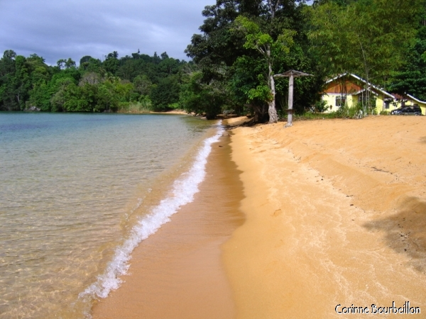 Siuri Beach, on the west shore of Poso Lake, between Pendolo and Tentena. (Sulawesi, Indonesia)