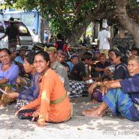 Cérémonie sur la plage de Lovina, à Bali. (Indonésie, juillet 2008)