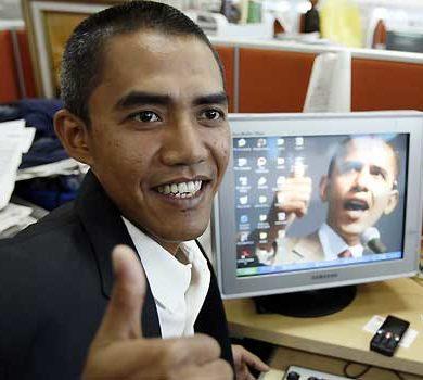 Ilham Anas, 34 ans, Indonésien, est une célébrité en Asie grâce à sa ressemblance avec le président américain. © Photo AP