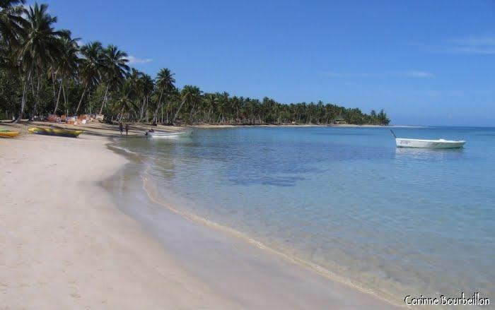 Plage d'un grand hôtel, sur la péninsule de Samana, près de Las Terrenas. (République Dominicaine, janvier 2009)
