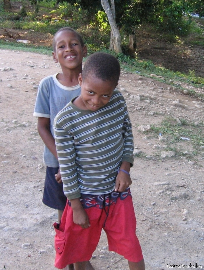 The kids, seeing my camera, take a mischievous pose.
