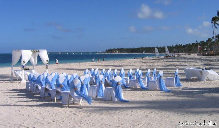 Tout est prêt pour les jeunes mariés qui ont choisi de se dire oui sur une plage caribéenne. (République Dominicaine, janvier 2009)