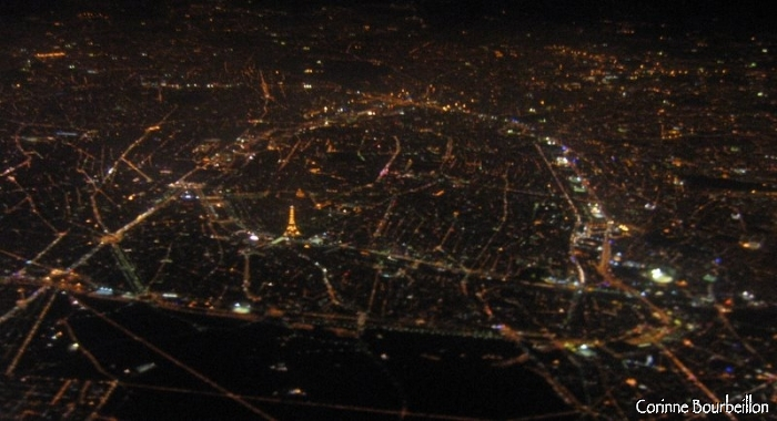 Paris by night ... We even see the illuminated Eiffel Tower!