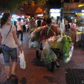 Bangkok, le quartier touristique, de nuit. Thaïlande, février 2009.