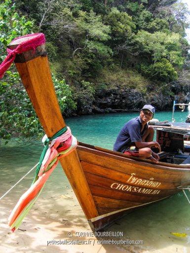 Balade en long-tail boat dans la baie de Phang Nga. (Thaïlande, février 2009)