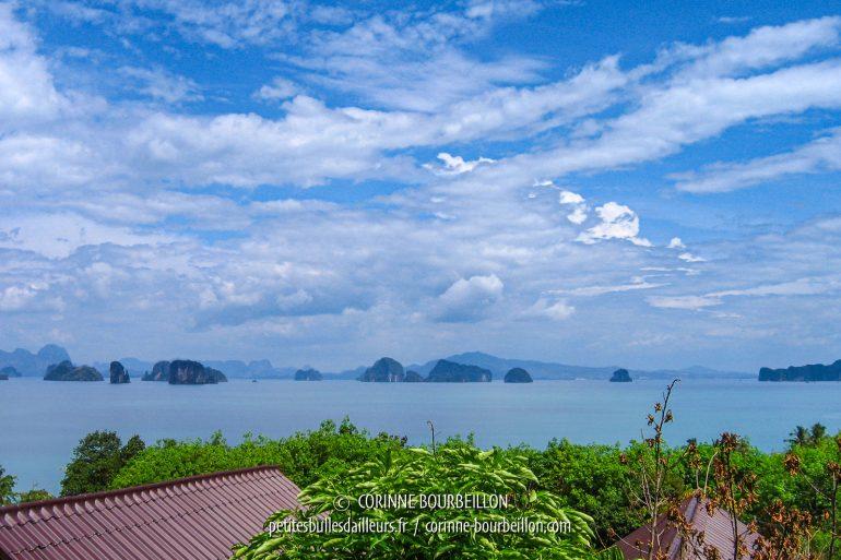 La vue depuis la terrasse de mon bungalow à flanc de colline, chez Tabeak View Point. (Koh Yao Noi, Thaïlande, février 2009)