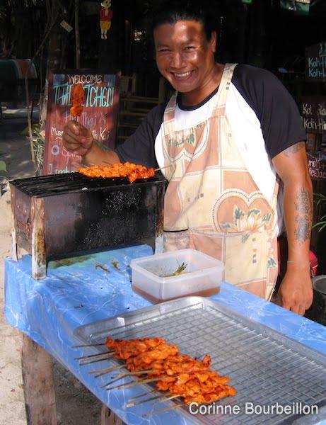 Une petite brochette de poulet, ça vous dit? Koh Lipe, Thaïlande, février 2009.