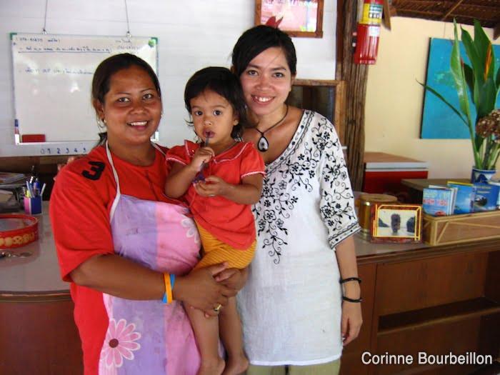 Sourires timides, au Koh Yao Beach Bungalows. Thaïlande, février 2009.