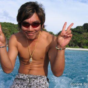 """Il se fait appeler """"Giant"""". Il nous ramène sur le bateau d'Eden Divers, après une escale à l'île Similan. Thaïlande, février 2009."""