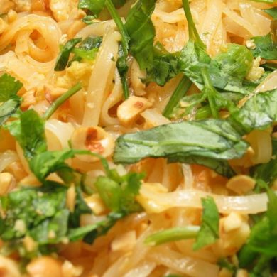 Pad Thai: noodles sautéed Thai ... I love it! (Photo Source: Wikimedia Commons - Ben Frantz Dale)