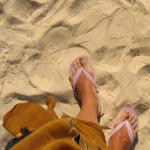 Les pieds dans le sable. Paradise Beach, Perhentian Kecil, Malaisie. Juillet 2009.
