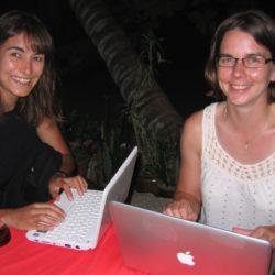 "Des ""geekettes"" avec wifi on the beach. Perhentian Besar, Malaisie, juillet 2009."
