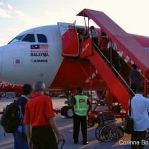 Un Airbus de la compagnie lowcost malaisienne AirAsia, à l'aéroport LCCT de Kuala Lumpur.