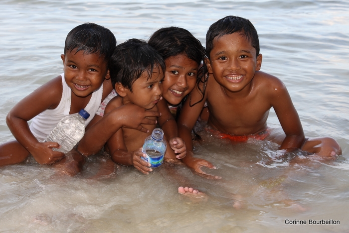 Le dimanche, sur la plage de Gapang Beach. Pulau Weh, Sumatra, Indonésie. Mars 2010.