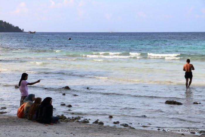 Le dimanche à Gapang Beach. Pulau Weh, Sumatra, Indonésie. Mars 2010.