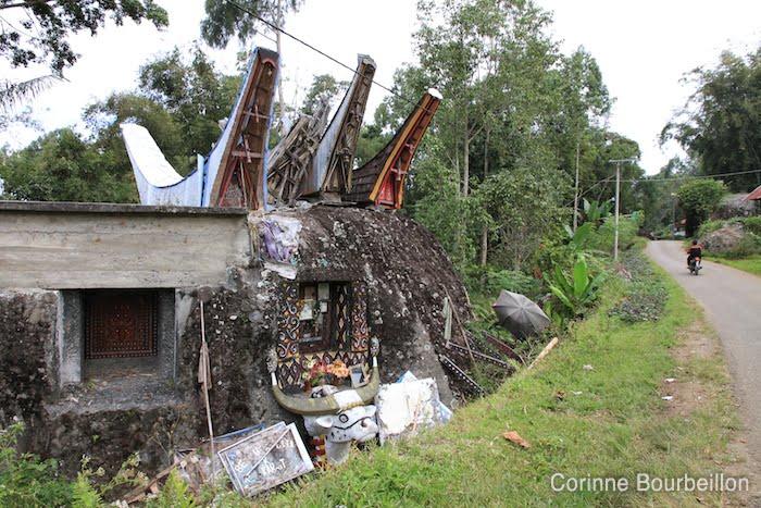 Tombe. Pays Toraja, Sulawesi, Indonésie. Juillet 2010.