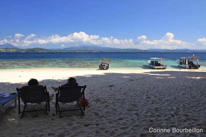 La petite plage de sable blanc du Murex Bangka Resort. Sulawesi, Indonésie. Juillet 2010.