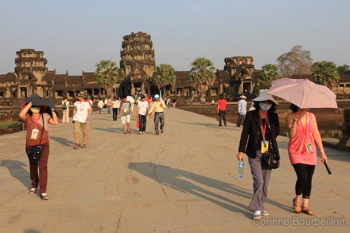 Gare à l'ardeur du soleil ! Angkor Wat, Siem Reap, Cambodge, février 2011.