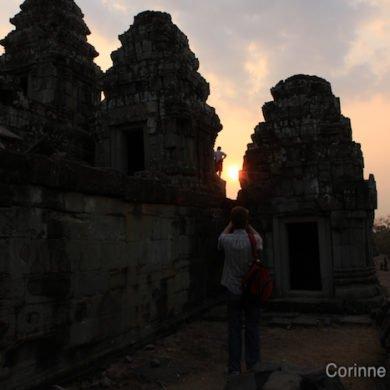 Coucher de soleil sur le temple de Bakheng Hill. Siem Reap, Cambodge. Février 2011.