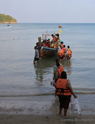 Those who have finished their work day return home ... (Railay East, Krabi, Thailand, February 2011)