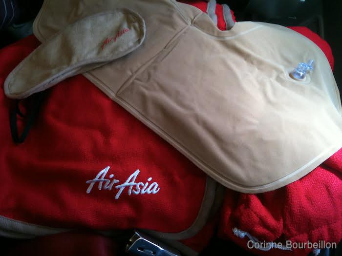 Comfort Kit. Paris - Kuala Lumpur sur Air Asia X.