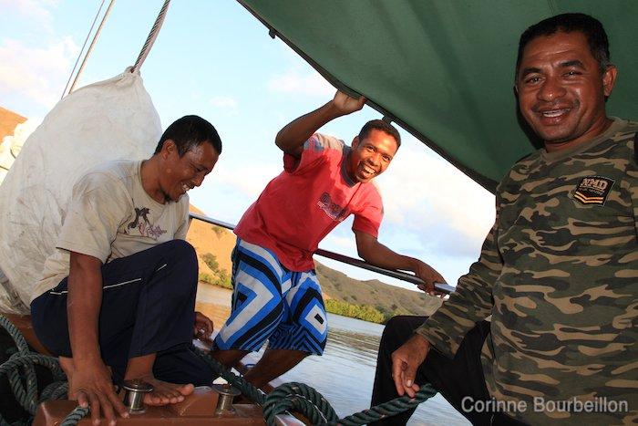 Les hommes du Pascha. Croisière-plongée à Komodo (Flores, Indonésie). Juillet 2011.