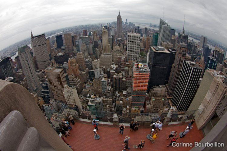 Manhattan et l'Empire State Building. Vue depuis le sommet du Rockefeller Center. (New York, mai 2012.)