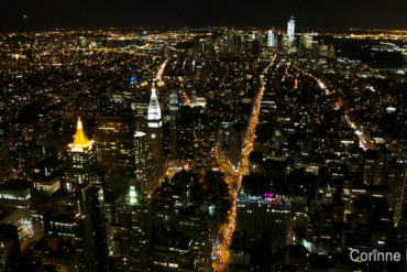 Manhattan. Vue nocturne depuis l'Empire State Building. (New York, mai 2012.)