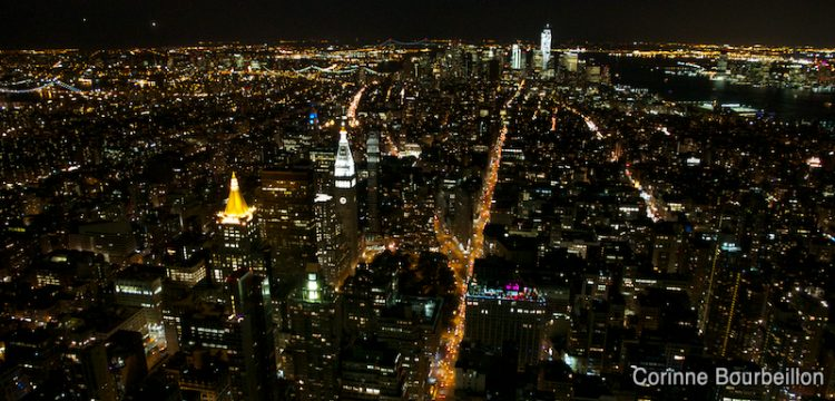 Manhattan. Vue nocturne depuis l'Empire State Building. New York, mai 2012.