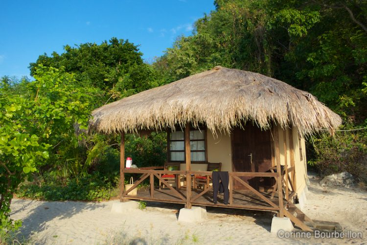 Mon bungalow chez Alor Divers. Pantar Island, Alor, Indonésie. Juillet 2012.