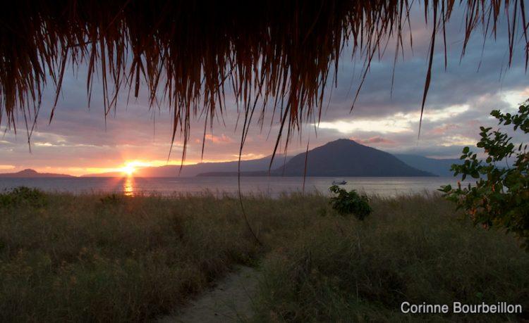 Sunrise. Pantar Island, Alor, Indonésie. Juillet 2012.