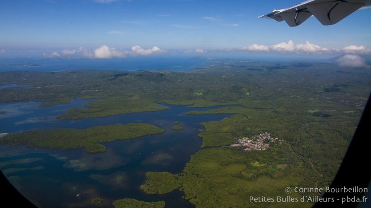 Le Nord-Sulawesi vu du ciel. Indonésie, mars 2013.